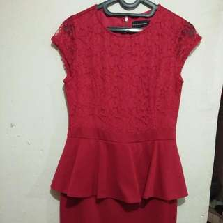 dress brukat merah