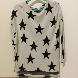 Star printed H&M top with side slits