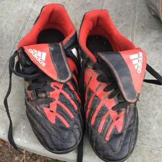 Adidas Traction Sz 4 Kids ⚽️ Soccer Boots