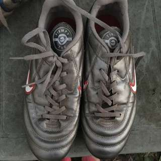 Nike Tiempo Sz US 6 Soccer Boots