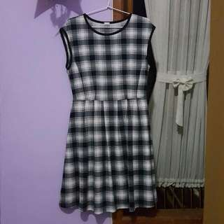 Uniclo Black&White Dress