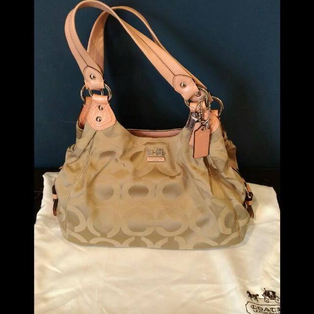 Coach Signature Madison Maggie - Authentic