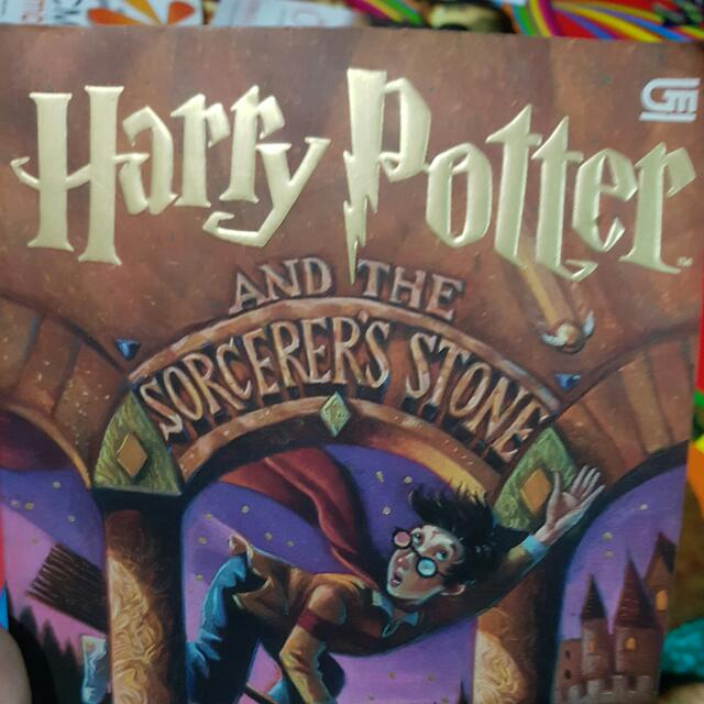 Harry Potter And The Sorcerer's Stone (SOFT COVER)