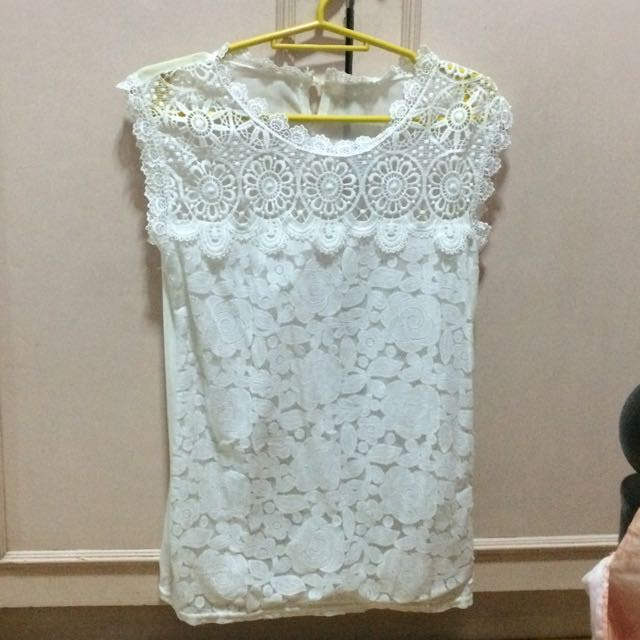 Lace Sleeveles Top