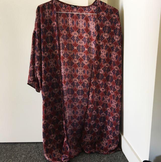 Lisakai Kimono