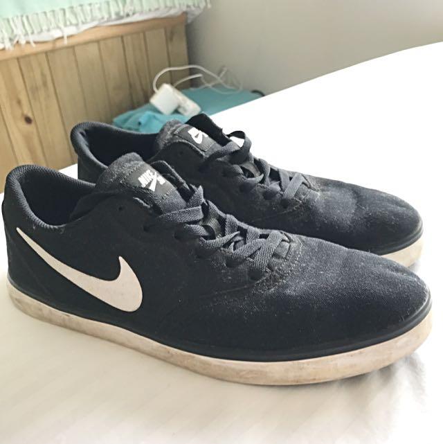 Nike SB SKATE SHOES Classic Style (size 10 UK)