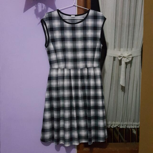 Uniclo Black&White Dress
