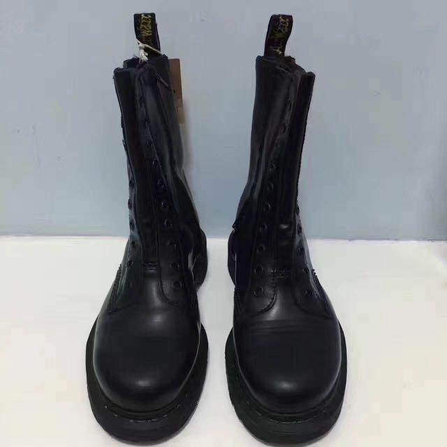 tanie z rabatem nowy design ekskluzywne oferty Vetements X Dr. Martens 軍靴 馬丁鞋 馬丁靴拉鏈 十孔 全黑 全皮 巴黎購入