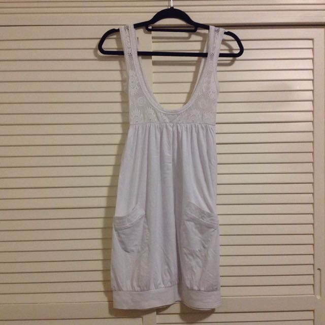 NEW White summer dress with lace detail 8