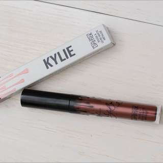 Kylie Metal Lipstick - colour : Reign is a deep metallic copper.