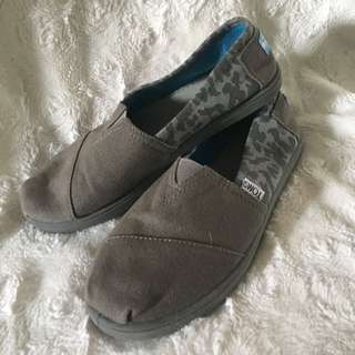 Like New Toms Canvas Cheetah Grey Size 5Y