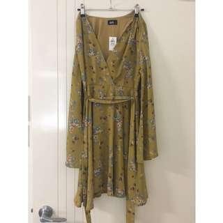 BNWT Dotti Dress Bell Sleeve Size 8
