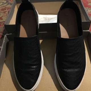 Sepatu Slip on Stradivarius