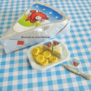 Miniature Laughing Cow Cheese And Crackers