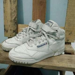 Sepatu Booth Reebok
