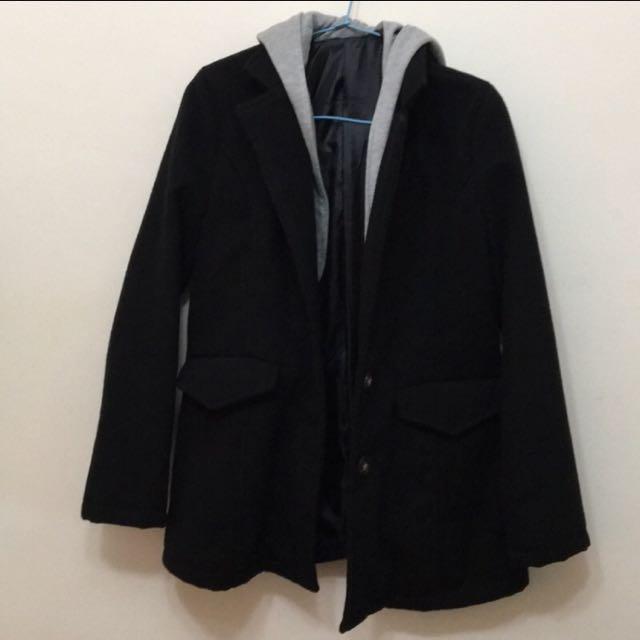 黑色連帽大衣