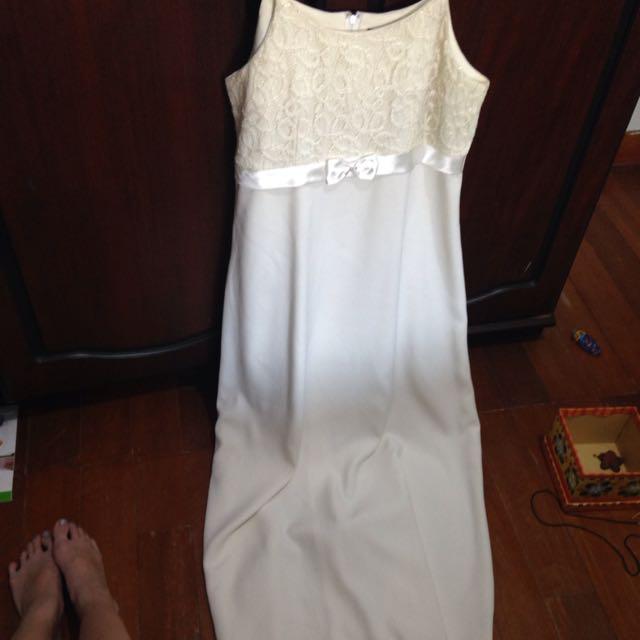 Baju Pesta Putih Simple