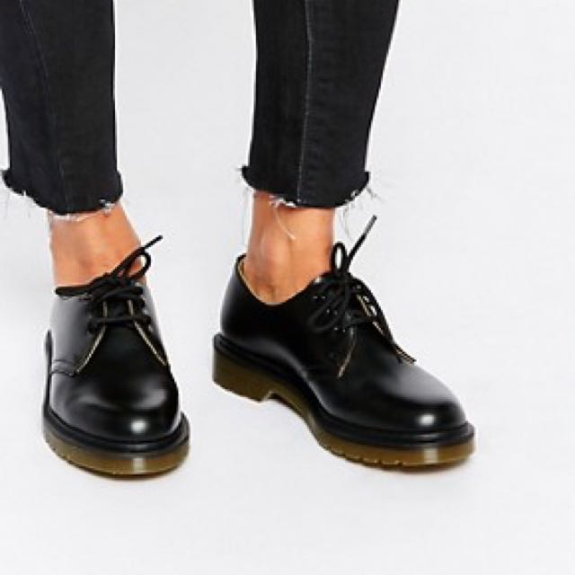 39b619cc23 Dr Martens Low Cut Black Boots, Luxury, Apparel on Carousell