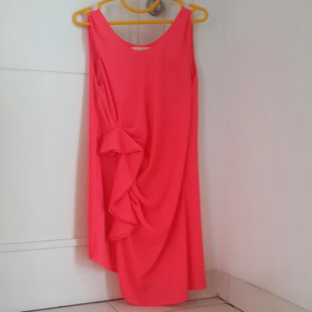 Dress Pesta Shocking Pink.