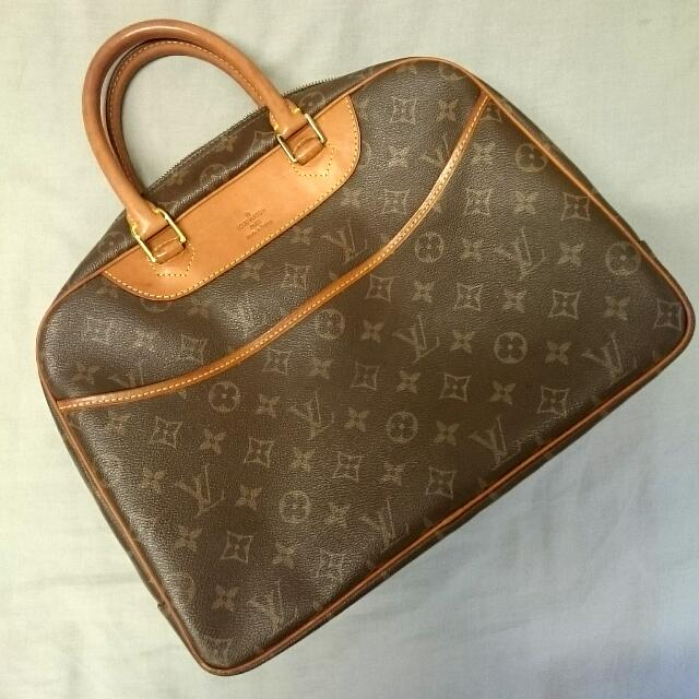 High-quality Louis Vuitton Handbag