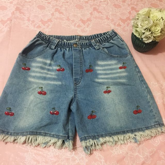 Maong Shorts With Cherry Embroider