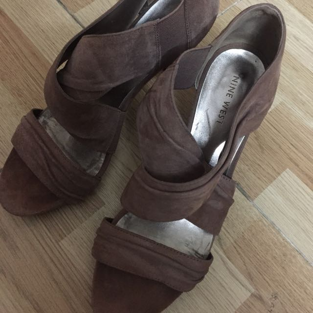 Nine West Shoes Size 7.5 With 2.5 Inch Heels