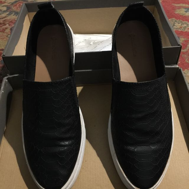 Slip On Stradivarius Size 37