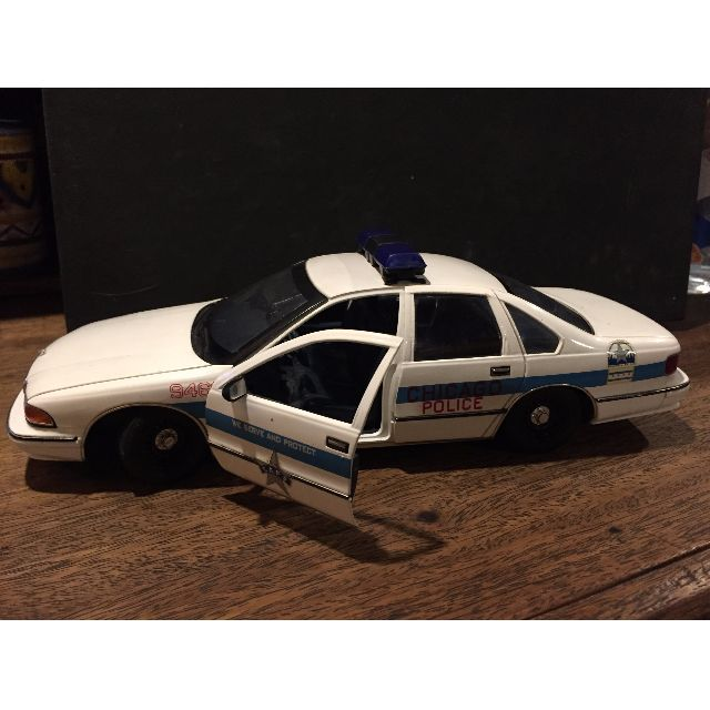UT Models Chicago Police Chevy Caprice Diecast Car #9466 Toy