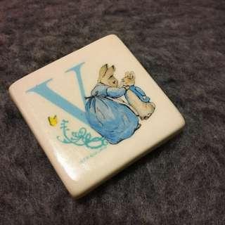 Peter Rabbit Ceramic Fridge Magnet L, Initial V