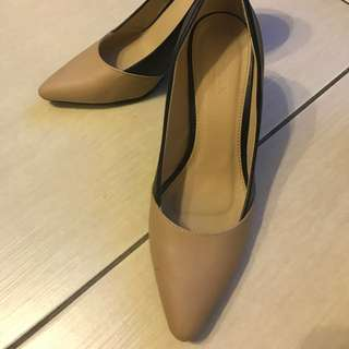 Parasian Beige And Black Shoes