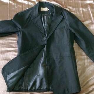 男黑色休閒西裝外套,單排3釦,M號版型偏小