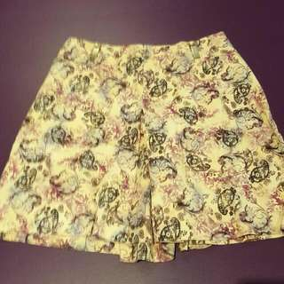 Shorts/skirt. Fit Size 8. Never Worn