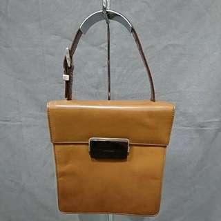 PRADA 漆皮手提包