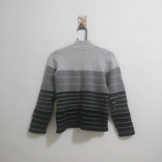 高領灰色毛衣