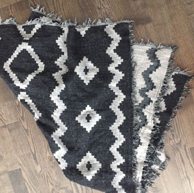 Aritzia Wilfred Large Blanket Scarf