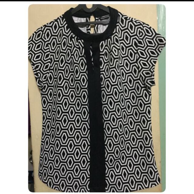 black and white_woman blouse
