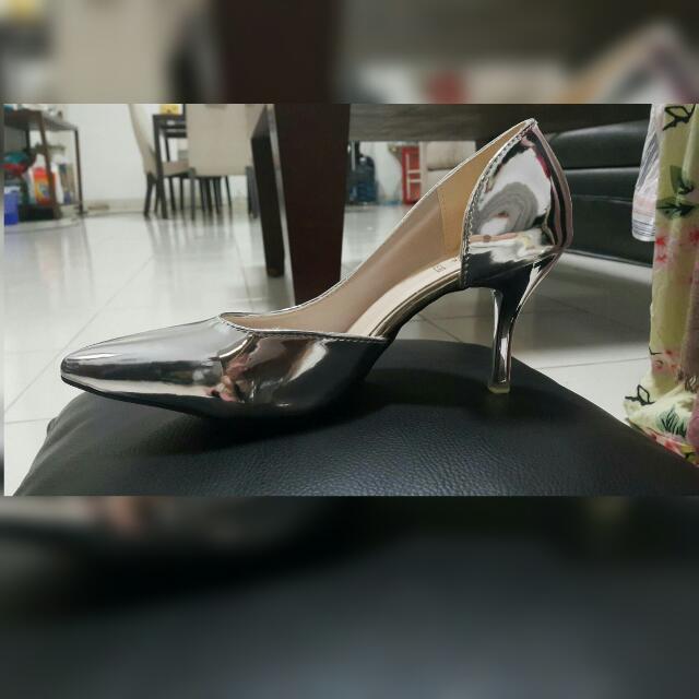 BNWOB! Cool Metallic Heels