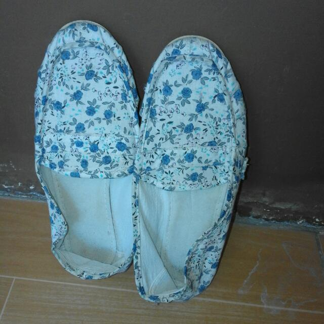 Canvass Shoes Size 5