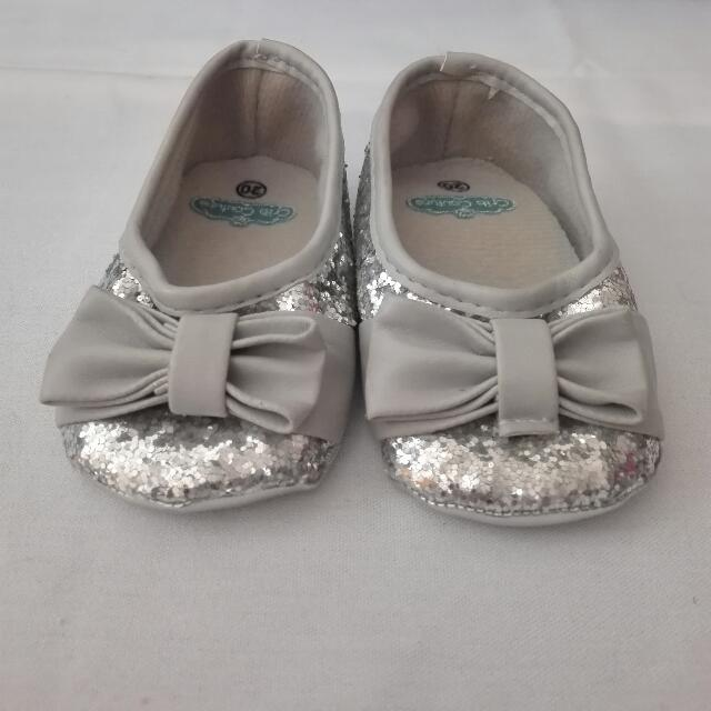 CRIB COUTURE gray glittered shoes