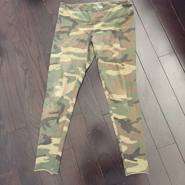 TNA CAMO LEGGINGS