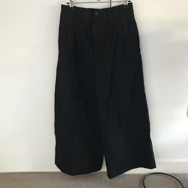 Uniqlo High Waisted Black Flare Pants Size 8-10