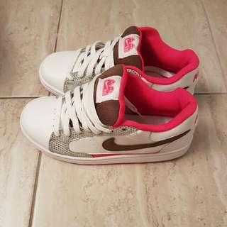 Nike's Girls Size 5y