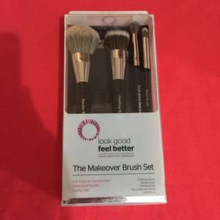 The Makeover Brush Set AUTH NIB