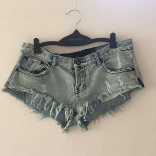 Ladies Denim Shorts Size 10!