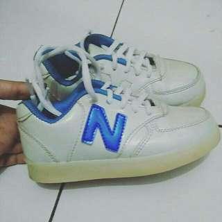 Sepatu LED Size 30