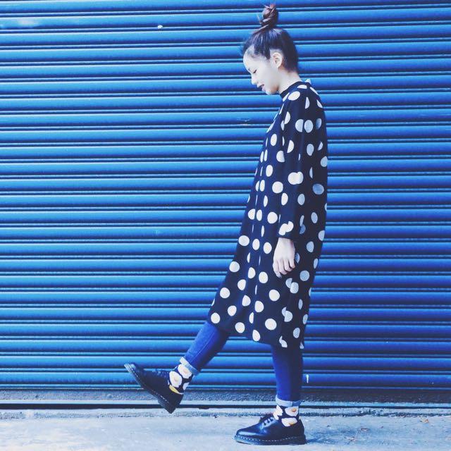 黑白波點微高領長版洋裝