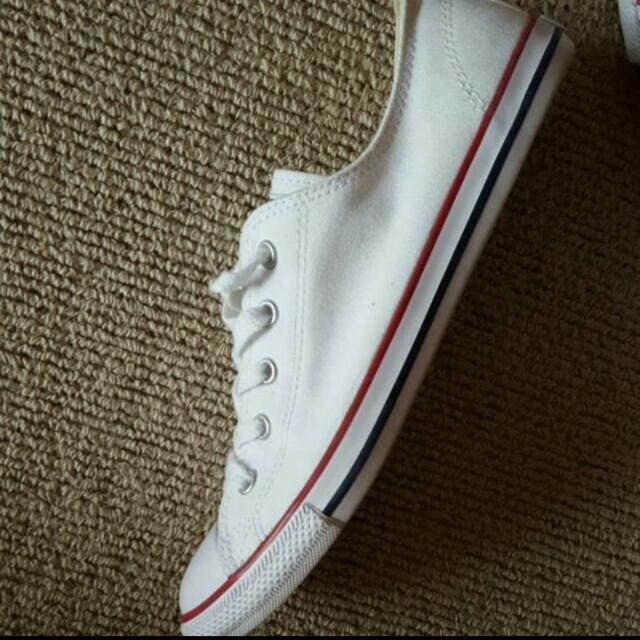 Converse White Size 8 Dainty