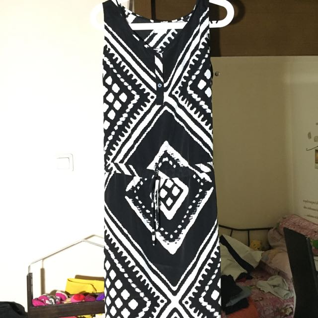 Dress Pantai Hitam Putih