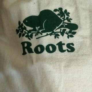 下降((求售出    Roots 純牛皮後背包(原價印象中一萬多)