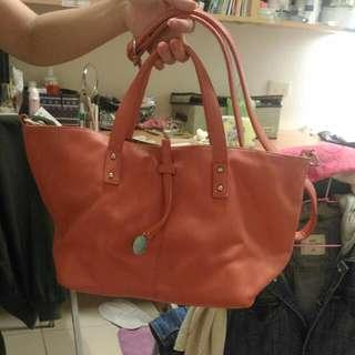 粉紅側背包